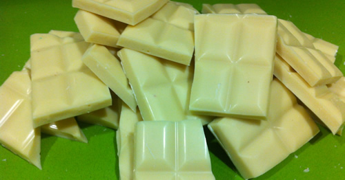 Chocolate blanco troceado